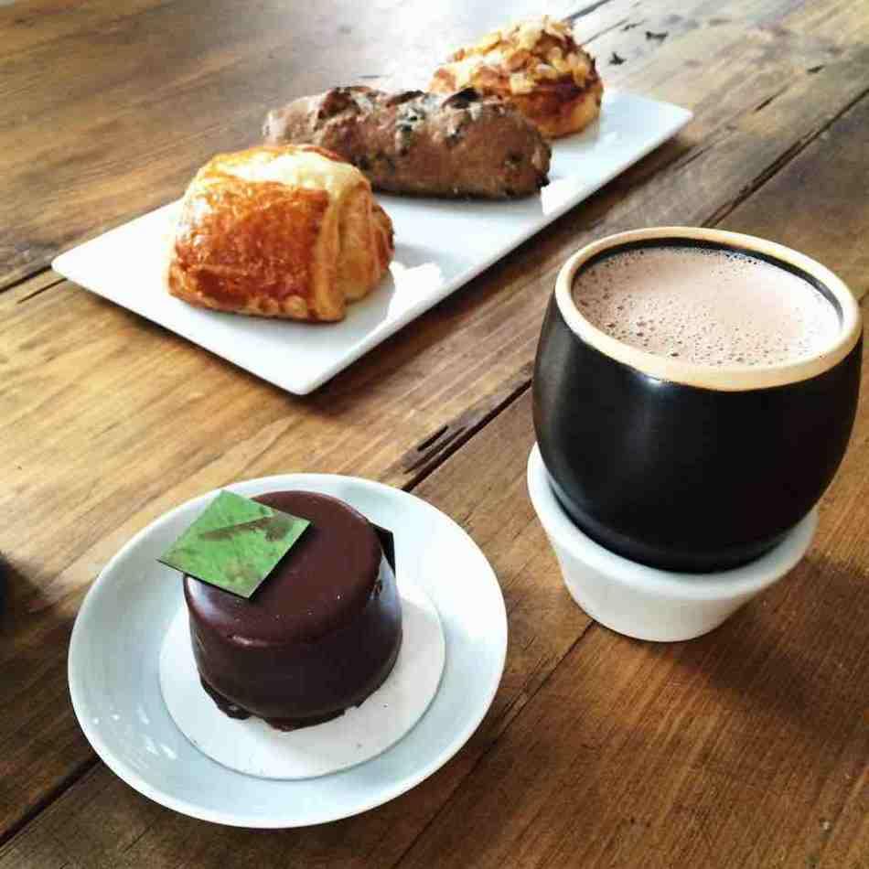 Chocolate y panes dulces de chocolate de la Fonda Cacao de MUCHO, mundo del chocolate museo
